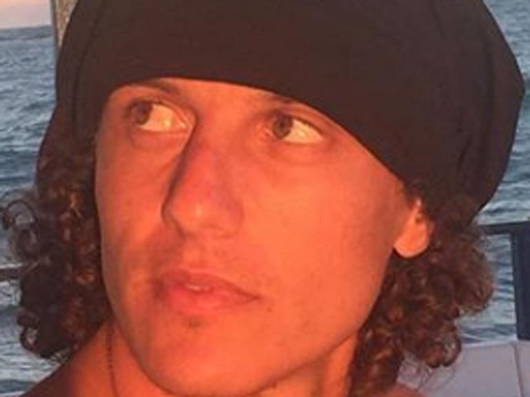 David Luiz exibe tanquinho em férias pelo nordeste