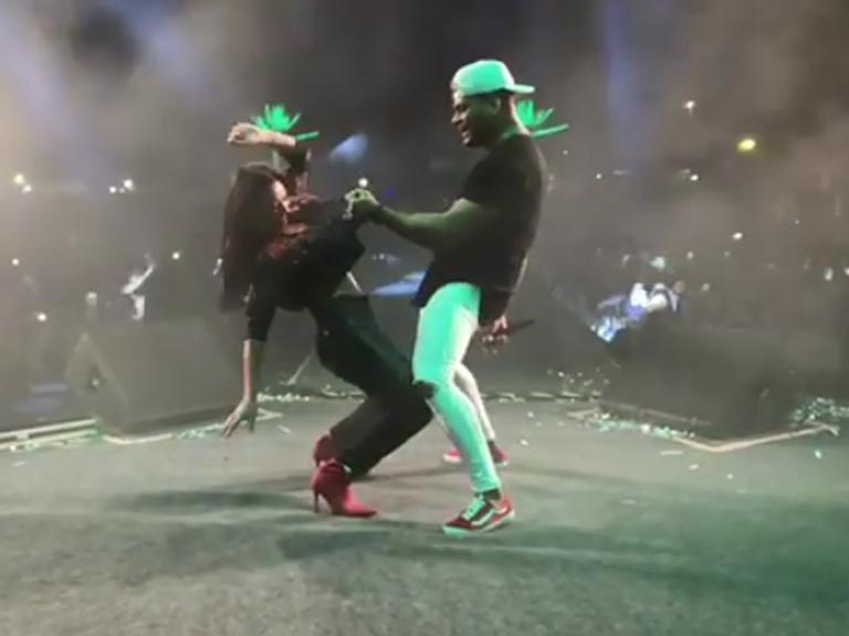 Scheila Carvalho e Tony Salles chocam fãs com dança ousada no palco