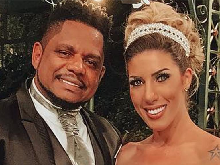 Tati Minerato ganha casamento surpresa e oficializa união