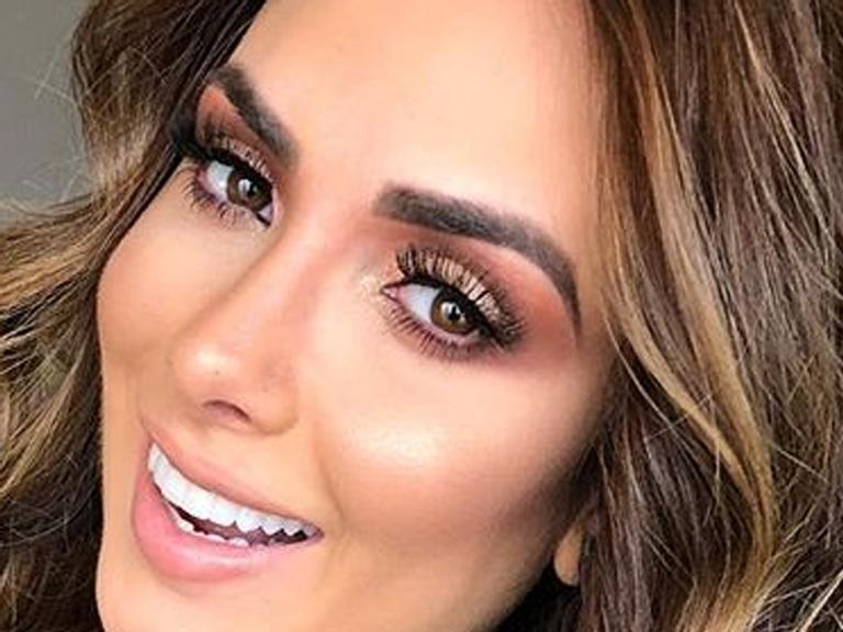 Nicole Bahls surge magérrima após fazer lipoescultura