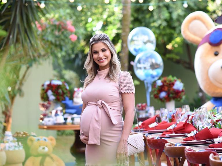 Andressa Suita faz chá de bebê para o segundo filho, Samuel