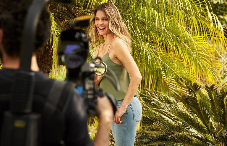 Fernanda Lima fala sobre sua paixão por cosméticos naturais
