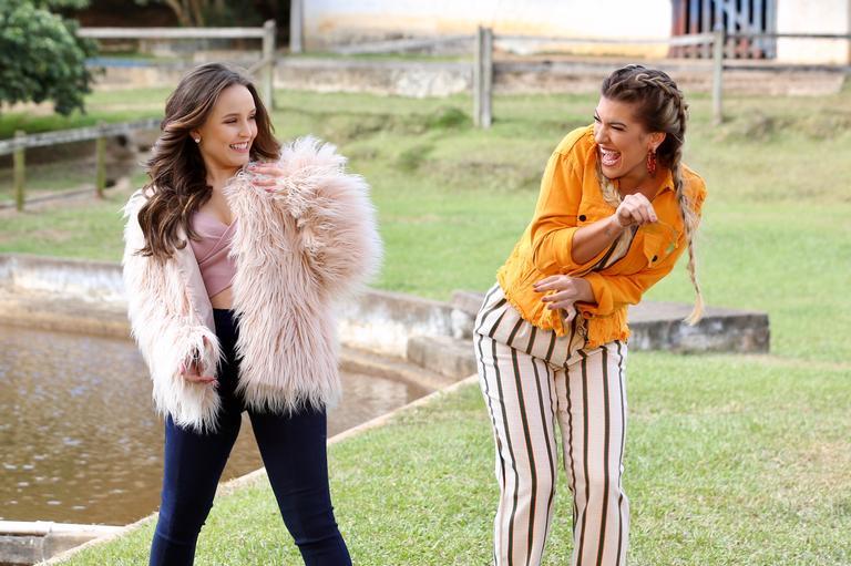 d469ff8408889 Larissa Manoela e Lorena Improta participam do novo clipe da dupla Zezé Di  Camargo e Luciano   Manuela Scarpa   BrazilNews