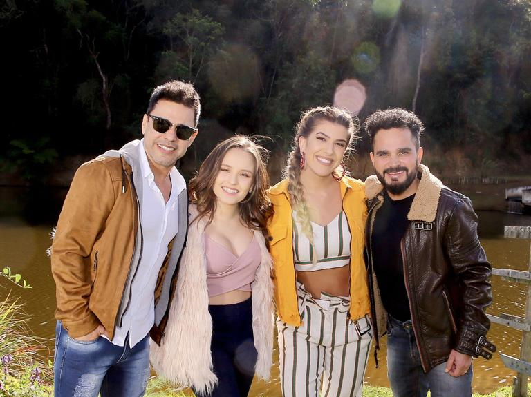 Zezé Di Camargo, Larissa Manoela, Lorena Improta e Luciano