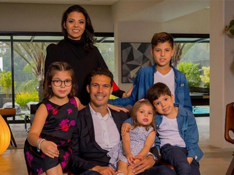 Hernanes, Erica e os filhos