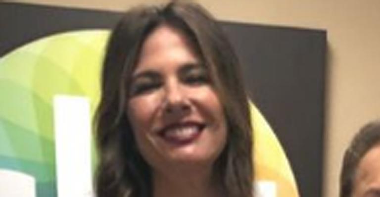 Ela visitou o SBT e apareceu ao lado do patrão em foto na web