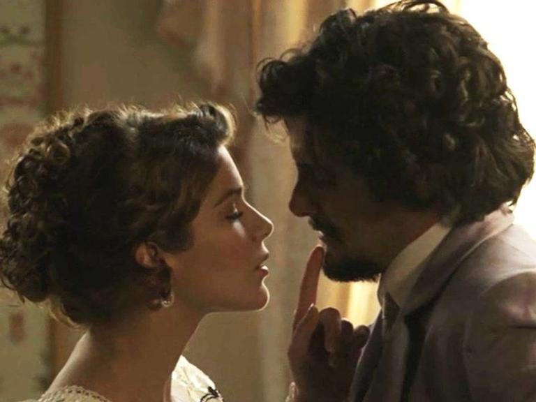 Elisabeta anuncia sua ida ao Vale do Café, Cecília e Mariana criticam Ofélia, Camilo conversa com Jane sobre o pai, e Jane enfrenta Lady Margareth. Confira!
