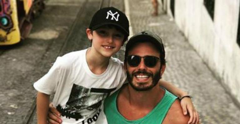 Thiago Rodrigues se despede do filho de 9 anos