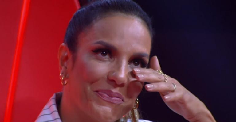 Ivete Sangalo se emociona ao lembrar dos filhos e chora