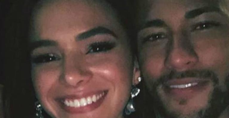 Bruna Marquezine faz visita a Neymar e ganha jantar romântico