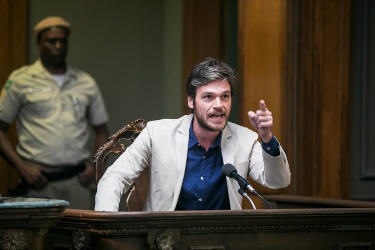O cantor provoca uma revolução em pleno tribunal