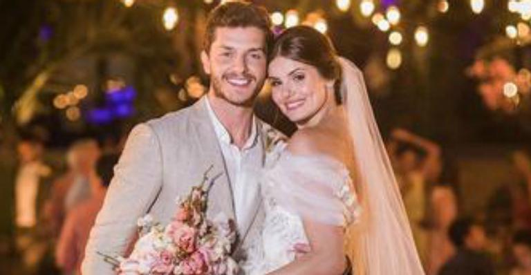 Camila Queiroz aposta em tradição italiana para ter sorte no casamento