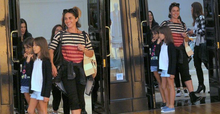 Giovanna Antonelli faz rara aparição ao lado das filhas gêmeas