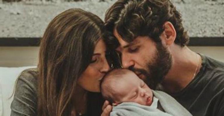 Dudu Azevedo compartilha texto emocionante em clique com filho recém-nascido