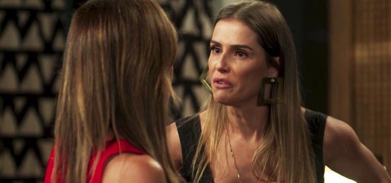 Karola parte com fúria para cima da ex-amiga, é esbofeteada e revida com ódio
