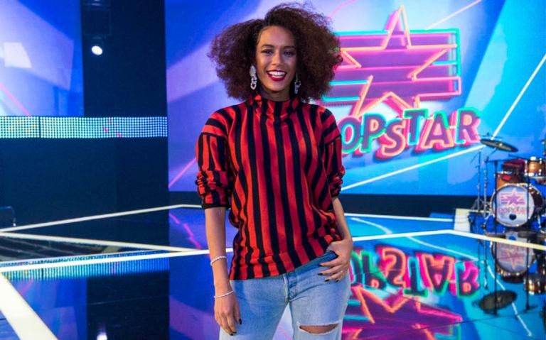 A atriz mostra toda sua espontaneidade no reality musical da Globo
