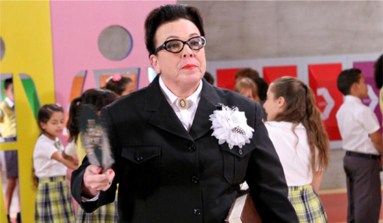 A diretora Olívia arma contra a professora Helena