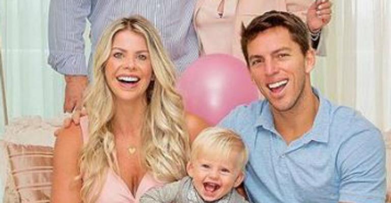 Karina Bacchi completa 42 anos e ganha declaração amorosa do noivo