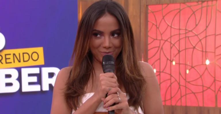 Anitta manda recado após senhora da plateia pedir conselho amoroso