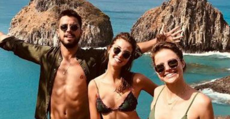 Agatha Moreira e Rodrigo Simas fazem passeio de buggy e mostram cenários paradisíacos