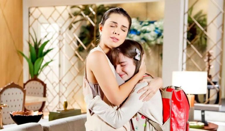 Luísa fica muito feliz por poder abraçar a sobrinha