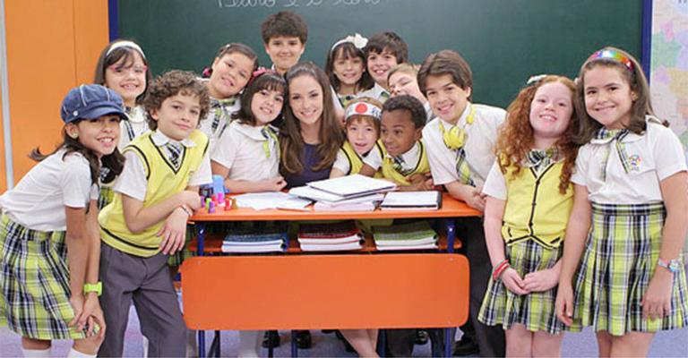 Todos os alunos da Escola Mundial vibram com a volta de Helena