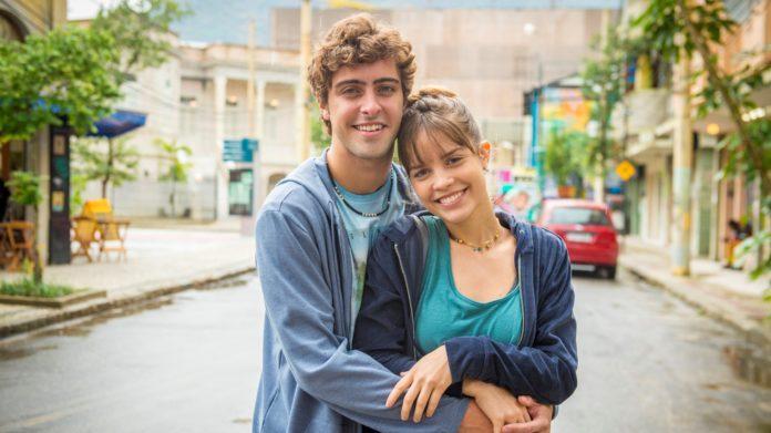 Álvaro revela para Verena o seu problema. O casal conversa e resolve reatar o namoro