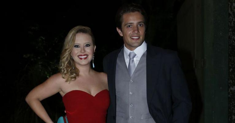 Rafael Cardoso ganha declaração apaixonada da mulher, Mari Bridi