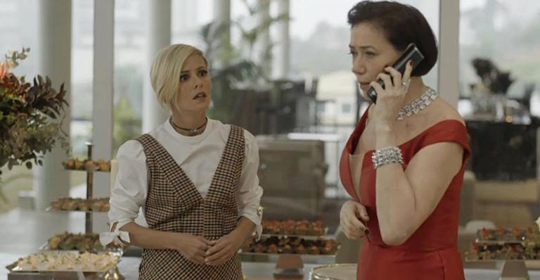 Valentina fica impactada com a ligação que recebe deixando Louise apreensiva