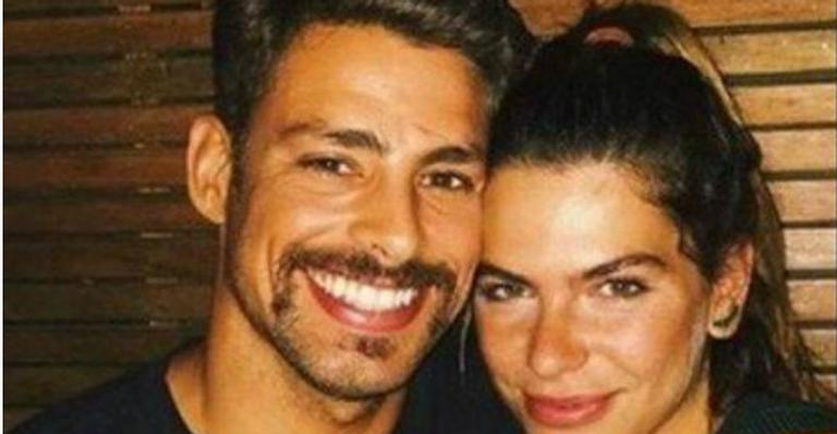Cauã Reymond posa coladinho com Mariana Goldfarb e se derrete: ''Saudades de você aqui''
