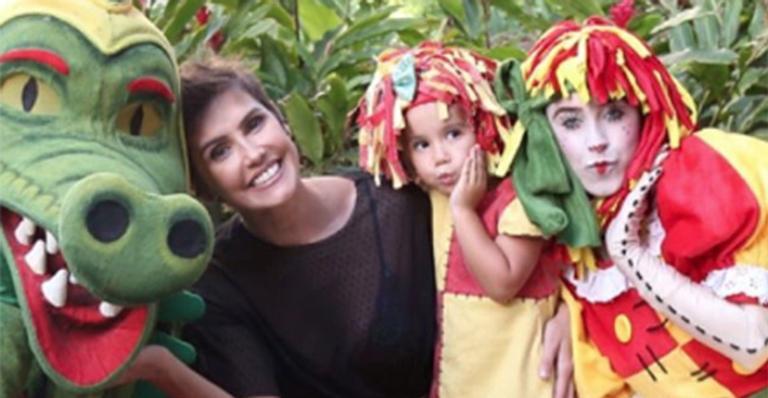 Deborah Secco faz nova festa de aniversário para a filha