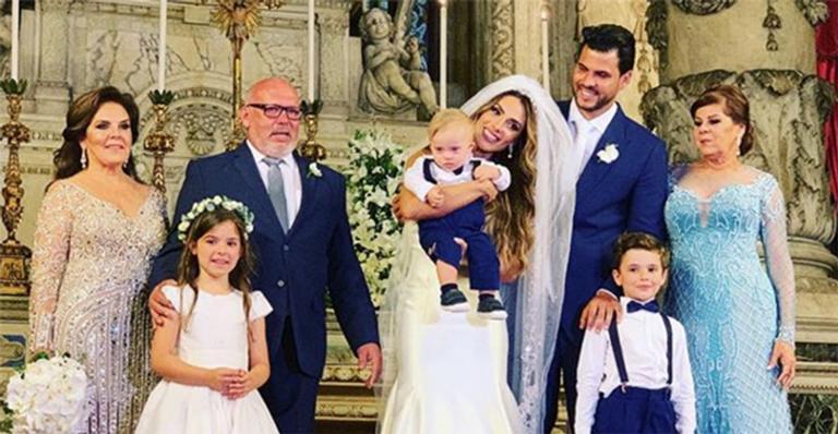 Nicole Bahls e a família após o casamento com Marcelo Bimbi