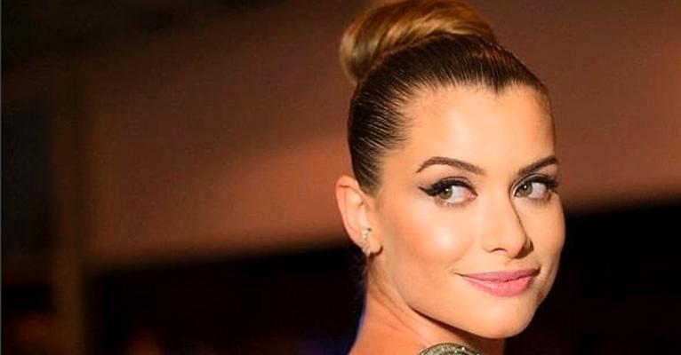 Gatíssima, atriz esbanjou sua beleza em vídeo sexy
