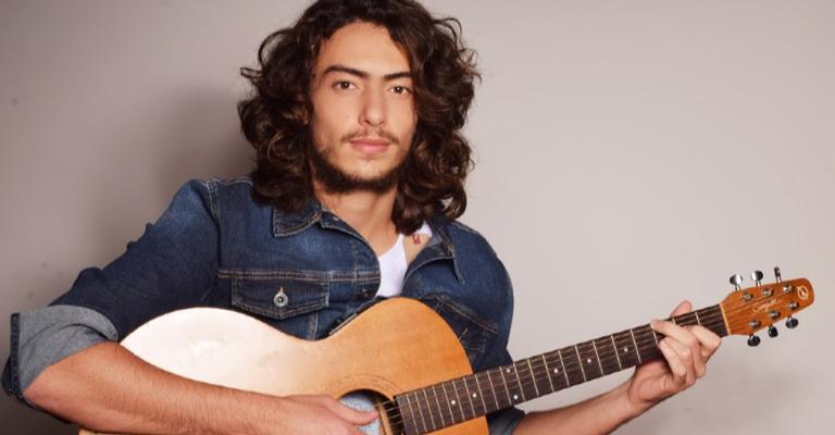 Jaffar e seu melhor amigo: o violão