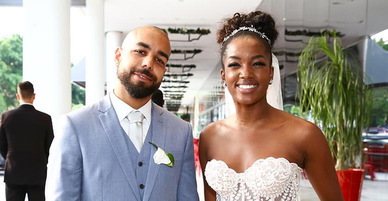 Cantora surge deslumbrante ao se vestir de noiva em seu grande dia