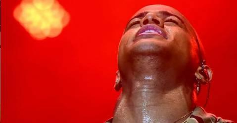 Leo Santana tem momento de intimidade com Deus