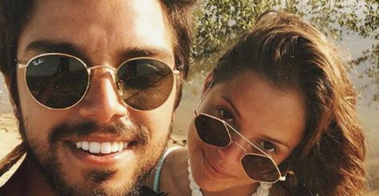 Agatha Moreira e Rodrigo Simas curtem férias a dois na Bahia