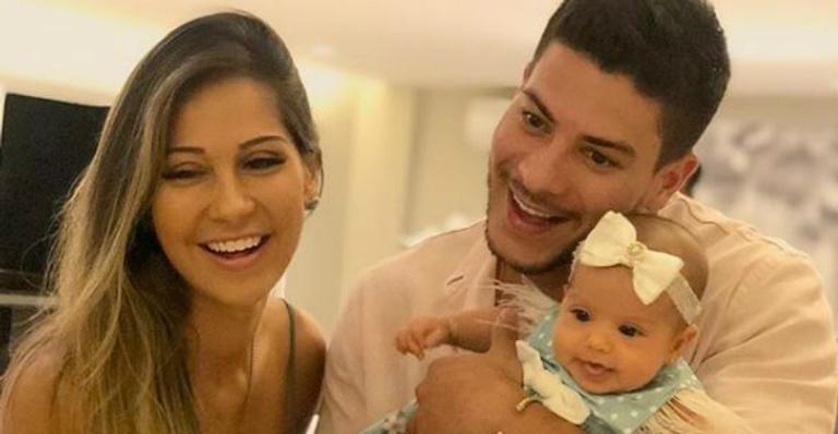 Arthur Aguiar e Mayra Cardi revelam hábito inusitado da primeira herdeira