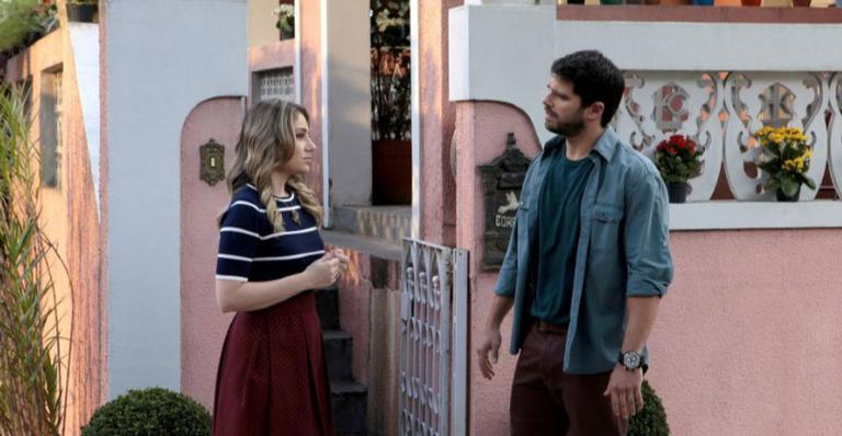 No capítulo da terça 29/01, Otávio conta a Rebeca que viajará a trabalho com Safira