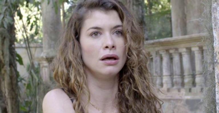 No capítulo da quinta 31/01, Isabel sofre um afogamento e Alain tenta salvá-la