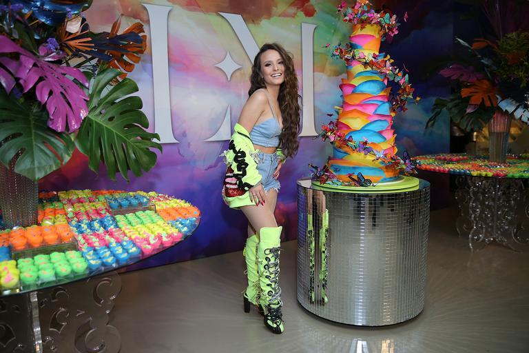 Homenagem De Aniversario 18 Anos Jean Filho: Larissa Manoela Comemora Os 18 Anos Com Festa Luxuosa