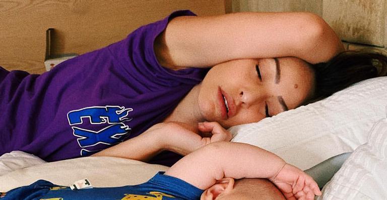 22d7edced Zoe aparece dormindo com a mamãe Sabrina Sato na cama e encanta fãs ...