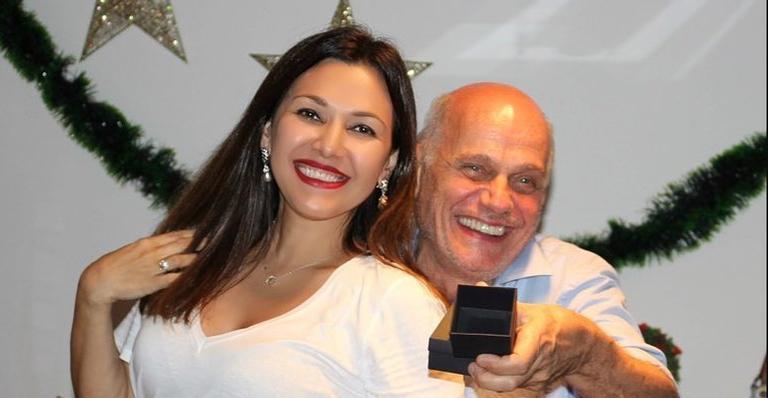 Mulher de Ricardo Boechat se emociona ao falar do marido