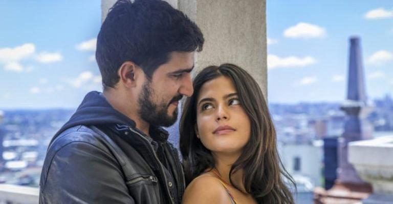 Renato Góes e Julia Dalavia