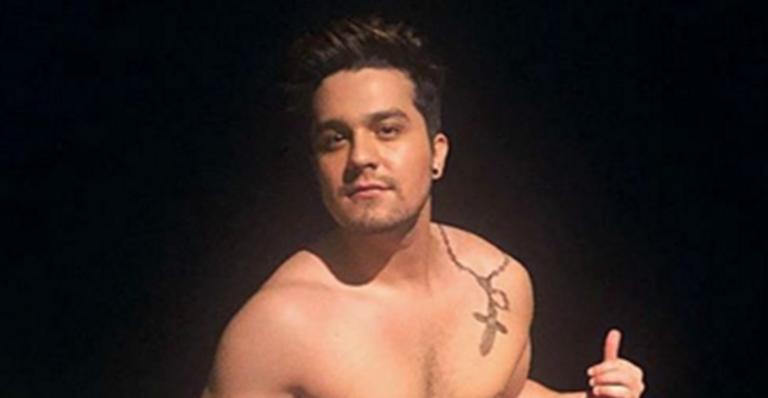 e64de64169 Luan Santana surge sem camisa e fãs reparam em barriga estranha ...