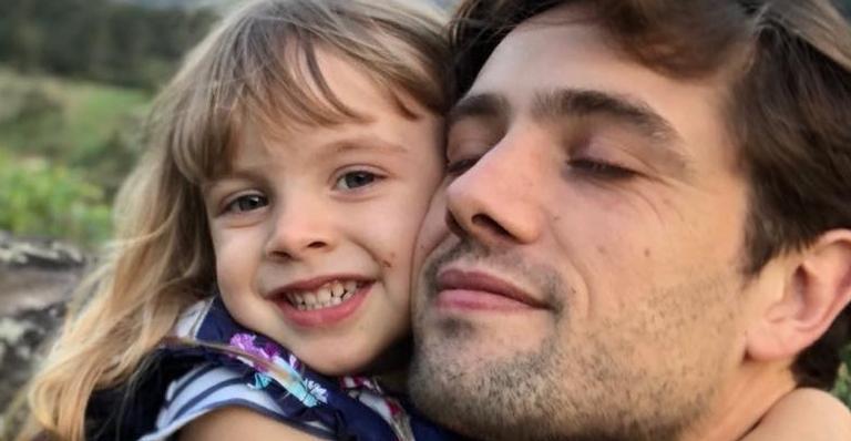 Filha de ator da Globo é internada em hospital após passar mal