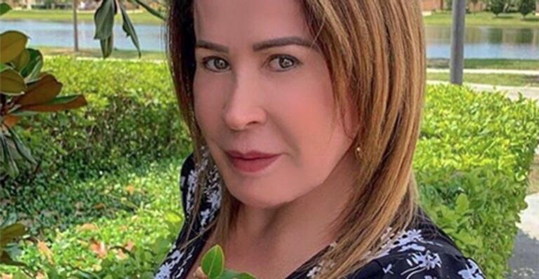 Ex-mulher de Zezé Di Camargo coloca um ponto final nos rumores sobre seu bumbum