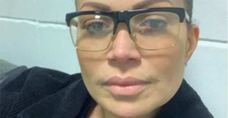 Cantora abala os fãs ao tomar decisão na carreira após morte de amigo