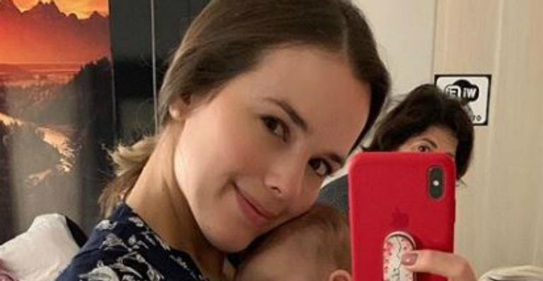 Thame Mariôto celebra três meses da filha com ensaio
