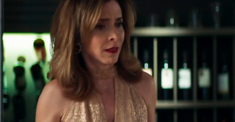 Deborah Evelyn como Lyris em 'A Dona do Pedaço'